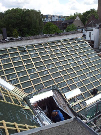 Dachfläche mit angebrachter Trag-Konterlattung