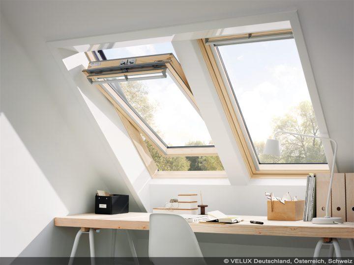 Einbau von zwei VELUX-Dachfenstern nebeneinander