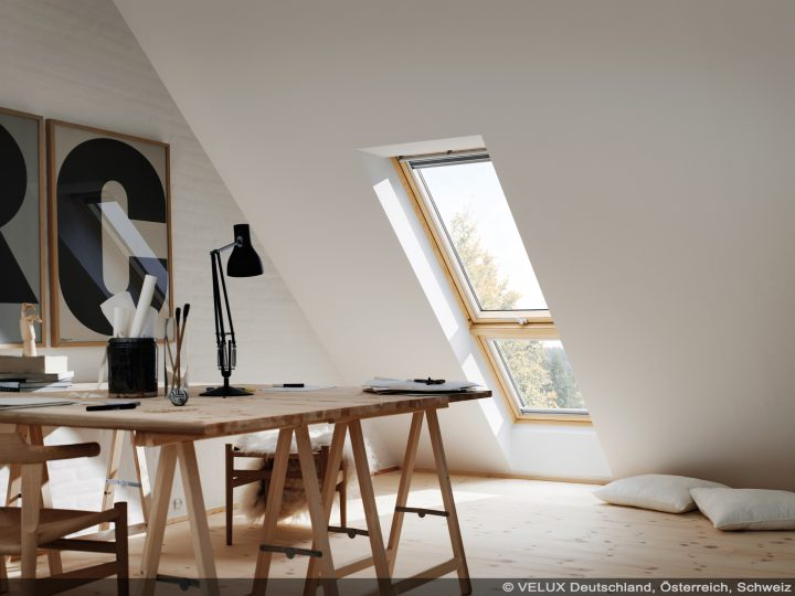 VELUX-Klappschwingfenster und Verlängerung durch Zusatzelement im Dach